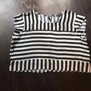 Black and white short sleeve crop top